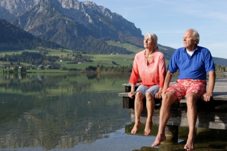 senior-couple-at lake
